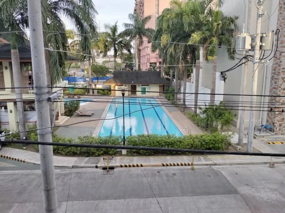 TCL 20 SE Camera Sample - Day, Pool