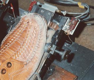 Los pedales del Mixturtrautonium de Oskar Sala permitían variar el volumen y transposición de octavas entre otras características