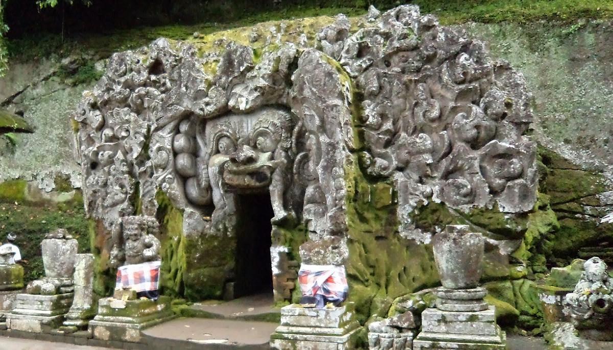 wisata sejarah di goa gajah