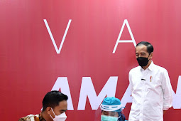 Presiden Jokowi Tinjau Vaksinasi Massal di Pusat Perbelanjaan
