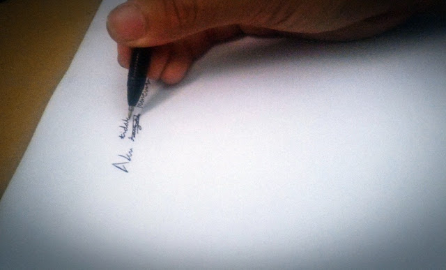 Wajarkah Menyunting Tulisan Lawas?, edit tulisan, jurnal rozak, menulis, pena, kertas putih, aku mencintaimu