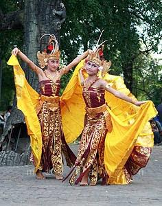 Tarian Dari Daerah Kalimantan : tarian, daerah, kalimantan, Tradisional, Kalimantan, Berpasangan