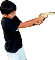Pistola que lanza proyectiles de cartón