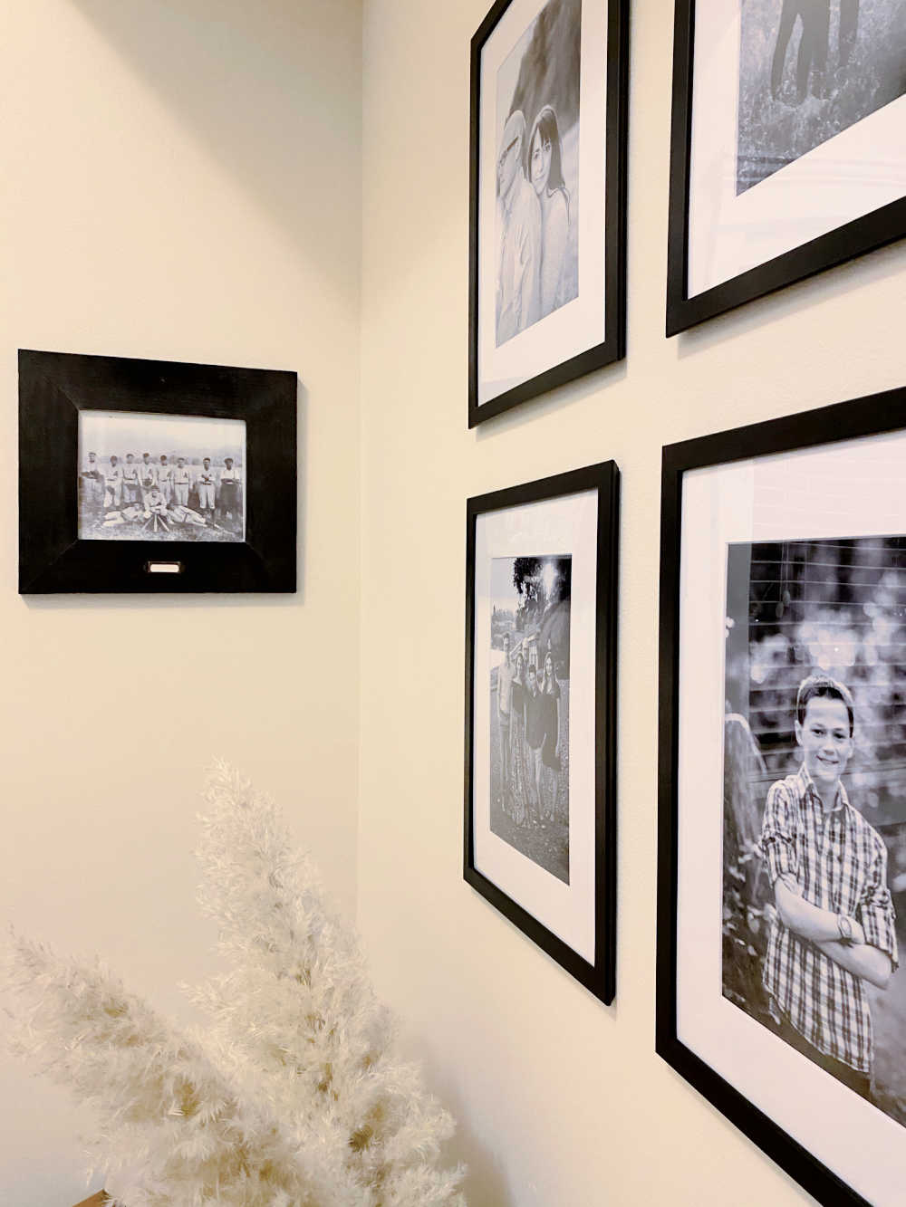 gallery wall frames tips for keeping them straight