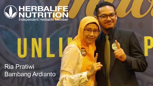 Konsultan Kebugaran Resmi Terdaftar Herbalife, Ria Pratiwi 0821 7852 3999 & Bambang Ardianto 0821 7619 7151 - Pose berdua sebagai Fit Couple pada event WATCH (We Are The Champions Herbalife 2019) terakhir di Citiwalk Sudirman, Jakarta