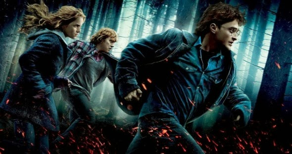 harry potter, ron y hermione escapando en la portada de harry potter y las reliquias de la muerte