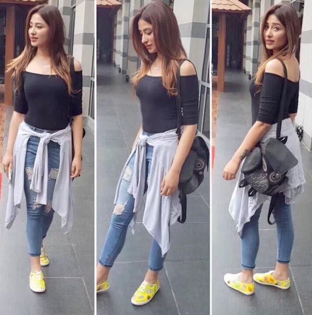 Mahira Sharma Long Blonde Hairstyle
