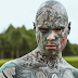 «Δεν με αφήνουν να διδάσκω νήπια λόγω των τατουάζ μου» λέει ο Γάλλος με το περισσότερο «μελάνι» (photos+video)