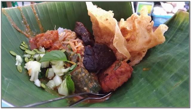 Pecel Pincuk Bu Djiah;10 Top Kuliner Jombang;