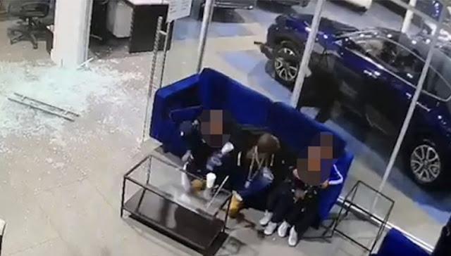 Отец спас 3 детей от пуль, закрыв собственным телом! Видео!