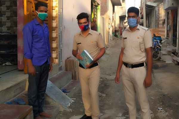 faridabad-police-beat-incharge-will-have-to-behave-family-police
