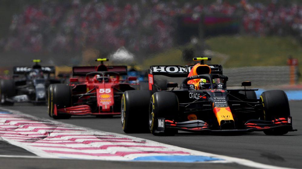 Horner revela que a Red Bull conversou com a Ferrari antes de decidir que eles não tinham escolha a não ser desenvolver seus próprios motores