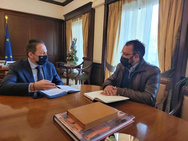 Συνάντηση του Δημάρχου Επιδαύρου με τον Στέλιο Πέτσα