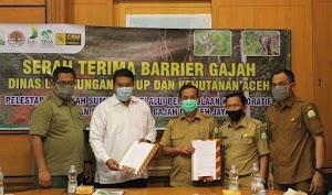 Tim konsorsium Program Kolaboratif Pengelolaan Habitat Gajah Aceh Jaya, Serah Terimakan Barrier Gajah Kepada DLHK Aceh
