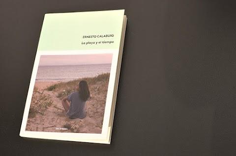 «La playa y el tiempo»,  de Ernesto Calabuig (Tres Hermanas Libros)