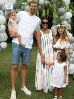 Malaika Nowitzki with her parents & siblings