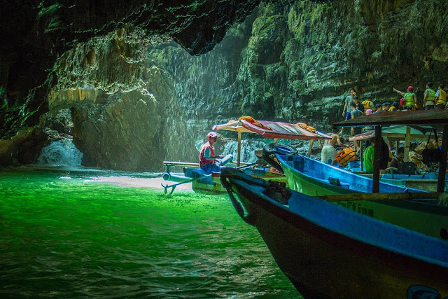 https://www.bodyrafting-guhabau.com/2019/01/harga-paket-body-rafting-green-canyon.html