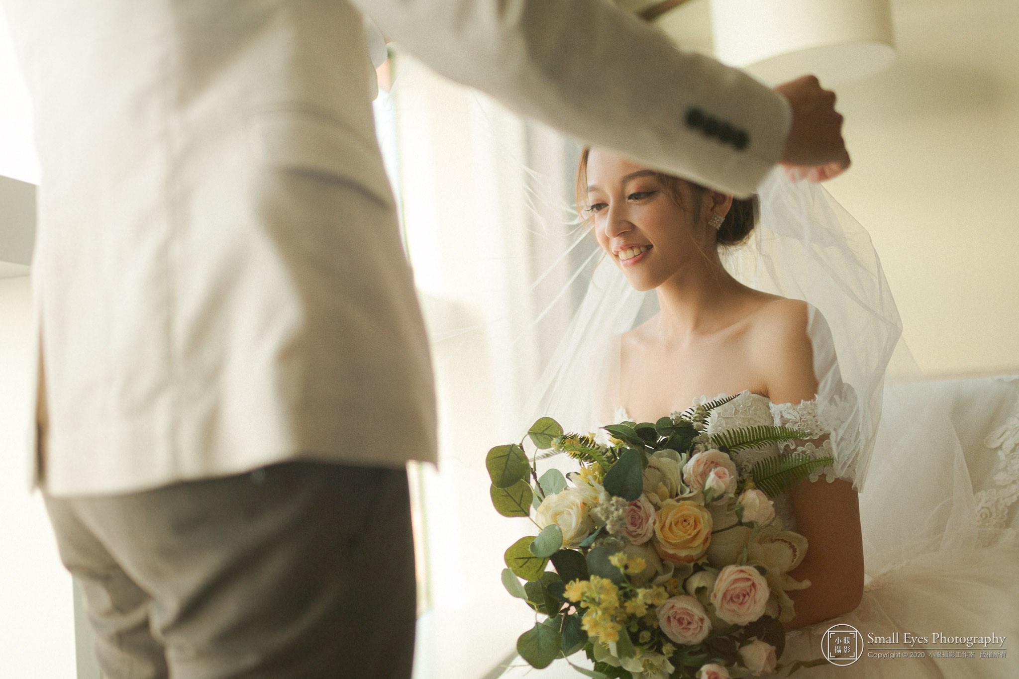 小眼攝影,小眼,婚攝,訂婚,傅祐承,台北,婚禮攝影,婚禮紀實,婚禮紀錄,推薦,文訂,迎娶,文定,婚禮,裸背,頭紗,白紗,新秘瓜瓜