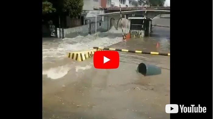 San Antonio de los Altos inundada por rotura de tubería en Los Castores
