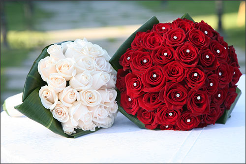 Bouquet Sposa Con Swarovski.Omnia Sposi Wedding Planner Bouquet Sposa Tendenze 2012