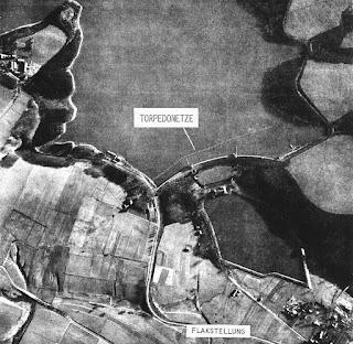 Vista aérea de la presa antes del bombardeo británico