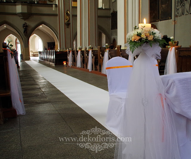 Dekoracja ślubna katedra Opole - biały dywan