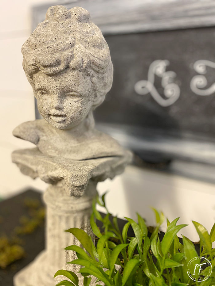 How to make thrift store decor look like real concrete! A faux concrete Scioto ceramic bust statue makeover with chalk paint and texture additive.
