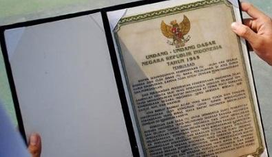 Naskah Teks Pembukaan Undang-Undang Dasar 1945 (UUD 1945) Berserta Gambar