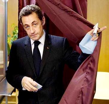 Foto de Nicolas Sarkozy con terno