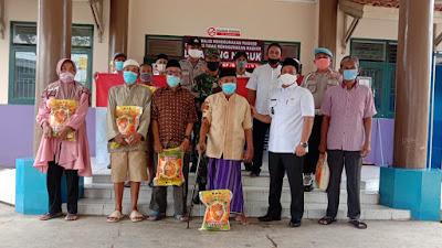 Polda Banten Salurkan Bantuan Sembako ke Warga Desa Talaga Kecamatan Cikupa