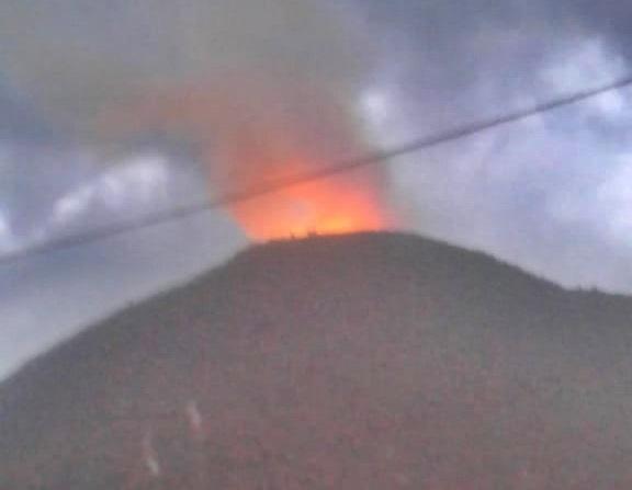Raio deixa rastro de destruição no interior de Guaratinga.