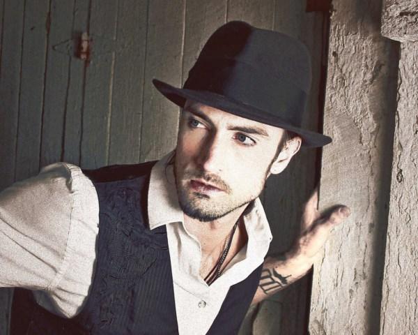 Topi telah lama menjadi bagian yang tak terpisahkan dari fashion pria.  Selain sebagai pelindung dari teriknya matahari dan bahayanya sinar UV b50e35e0ce