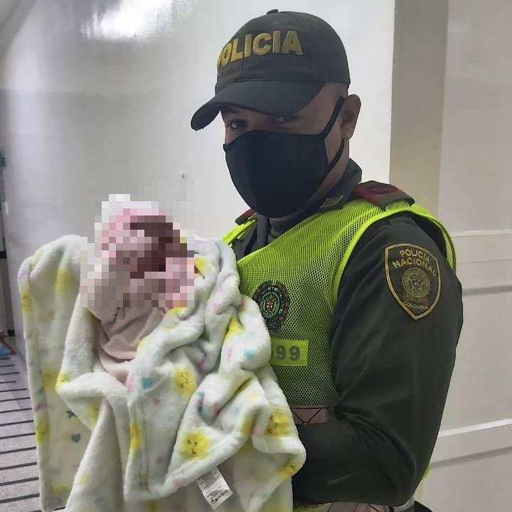 https://www.notasrosas.com/Policía Cesar, atiende parto de inmigrante, en vía pública de Valledupar