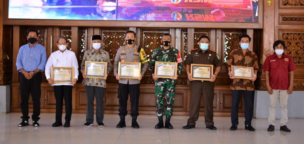 Sejumlah Korporasi dan instansi mendapatkan penghargaan di HPN 2021 PWI kabupaten Tuban (17/03/2021) (Foto: Ahmad)