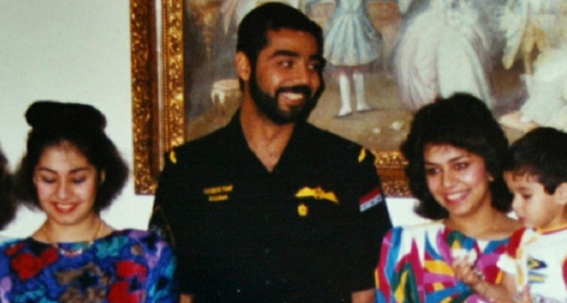 شاهد فيديو نادر لاستقبال الملك سلمان بن عبد العزيز لعدي ابن الرئيس العراقي الراحل صدام حسين