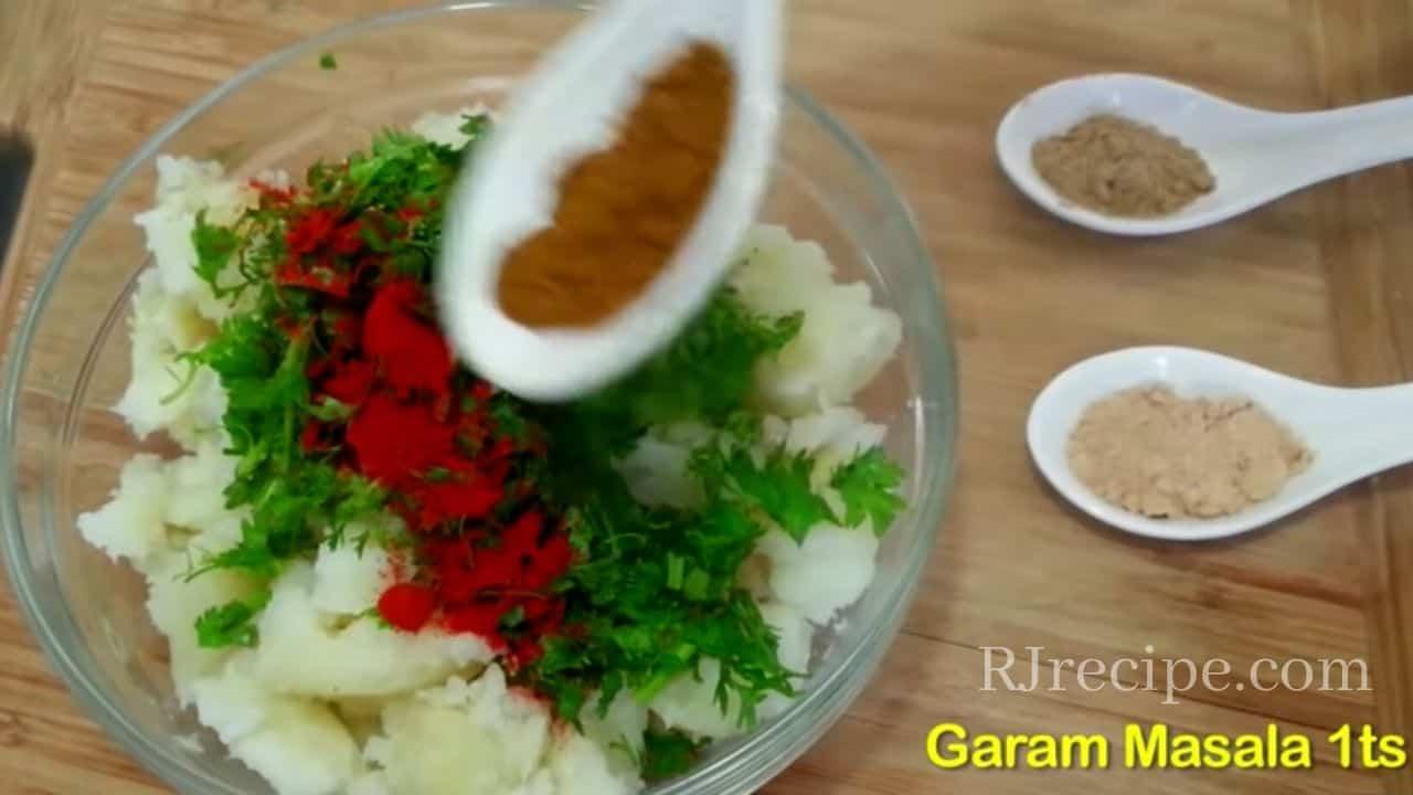 adding-ingredients-in-samosa-masala