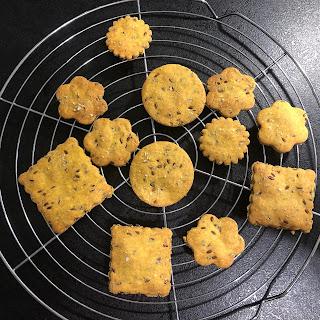Biscuits salés à la farine de maïs et aux graines de lin