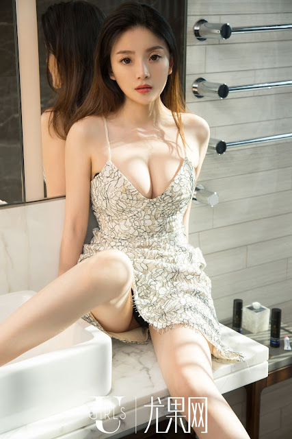 Hot and sexy big boobs photos of beautiful busty asian hottie chick Chinese booty model Mina photo highlights on Pinays Finest sexy nude photo collection site.