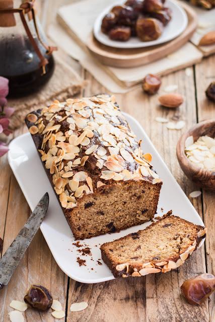 Cake aux dattes et aux amandes
