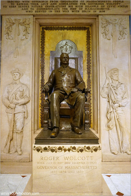 Estatua del Gobernador Roger Wolcott en el Massachusetts State House