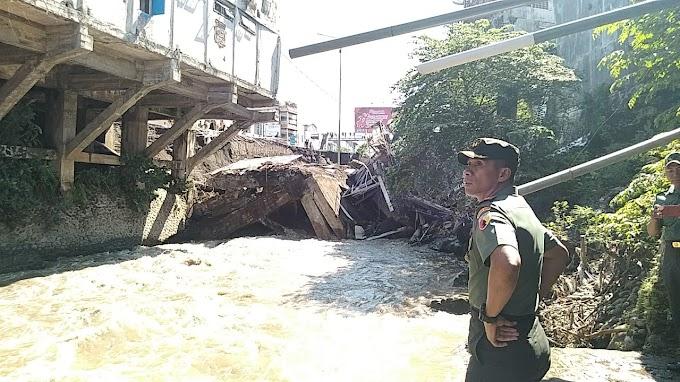 Kabar Ambruk nya Jembatan Jompo ,,Dandim 0824 Turun TKP