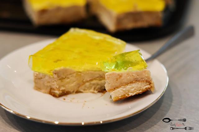 bananowiec, bananowiec bez pieczenia, ciasta i desery, ciasto bez pieczenia, ciasto na imprezę, ciasto na święta, ciasto na wielkanoc, ciasto z bananami, ciasto z galaretką, szybkie ciasto na biszkoptach,