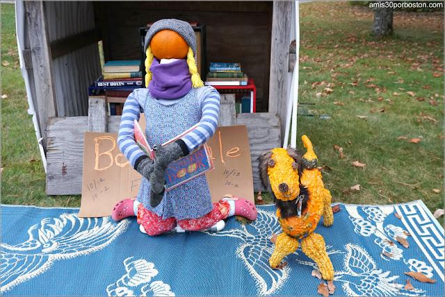 Niña en la Biblioteca en el Return of the Pumpkin People de Jackson en New Hampshire