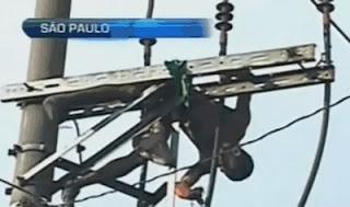 Homem eletrocutado em poste