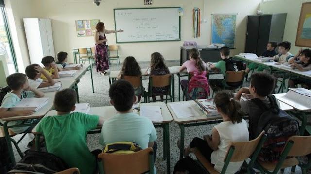Σοκ σε Δημοτικό Σχολείο της Αττικής: Σύλληψη εκπαιδευτικού για  ερωτικά μηνύματα σε μαθήτριες