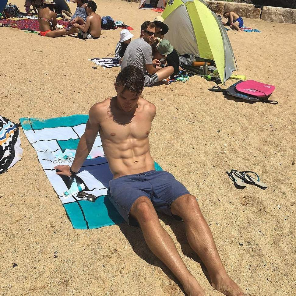 fit-bare-chest-young-hunk-charlie-taylor