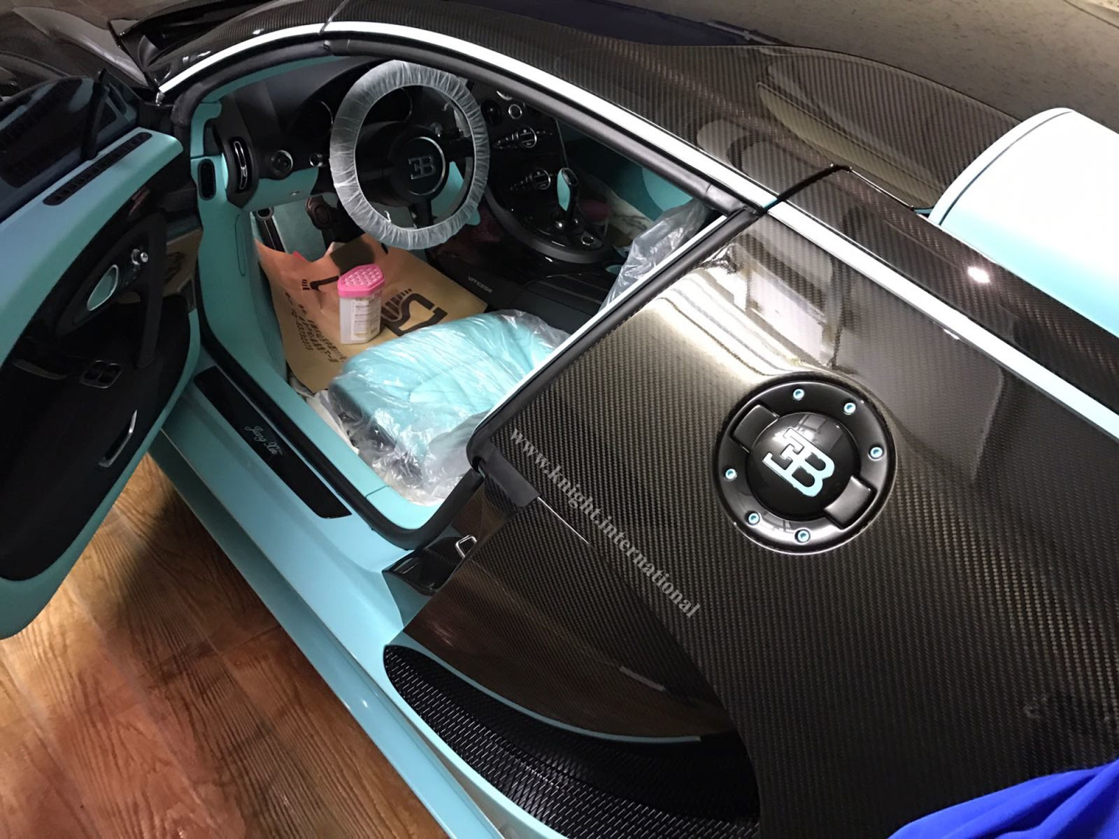 this one of a kind bugatti veyron tiffany edition has never been driven carscoops. Black Bedroom Furniture Sets. Home Design Ideas