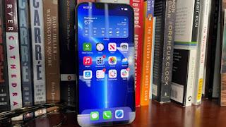 Cận cảnh Cầm trên tay chiếc HP iPhone 13 Pro Max và nó trông như thế nào?