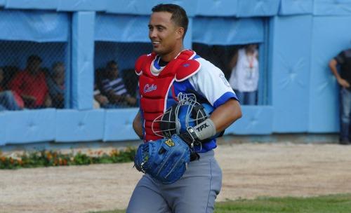 El receptor capitalino Frank Camilo dijo a la prensa que el manager de Granma, Martí, es un hombre que deja jugar béisbol, te da confianza y permite que el pelotero decida por sí mismo