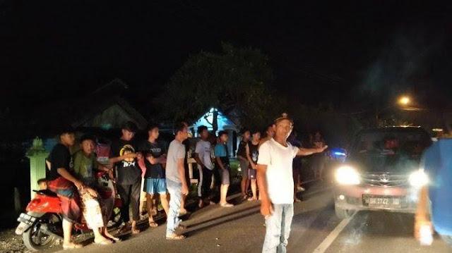 Warga Ditembak Polisi hingga Tewas, Massa Blokir Jalan Lintas Sumatera
